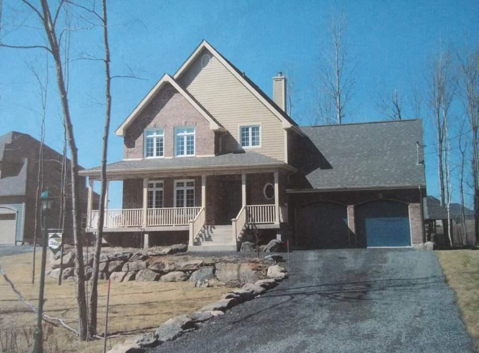 Construction neuve d'une maison à étage avec garage double